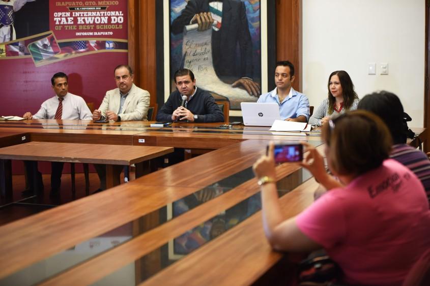 conferencia de prensa (2).JPG